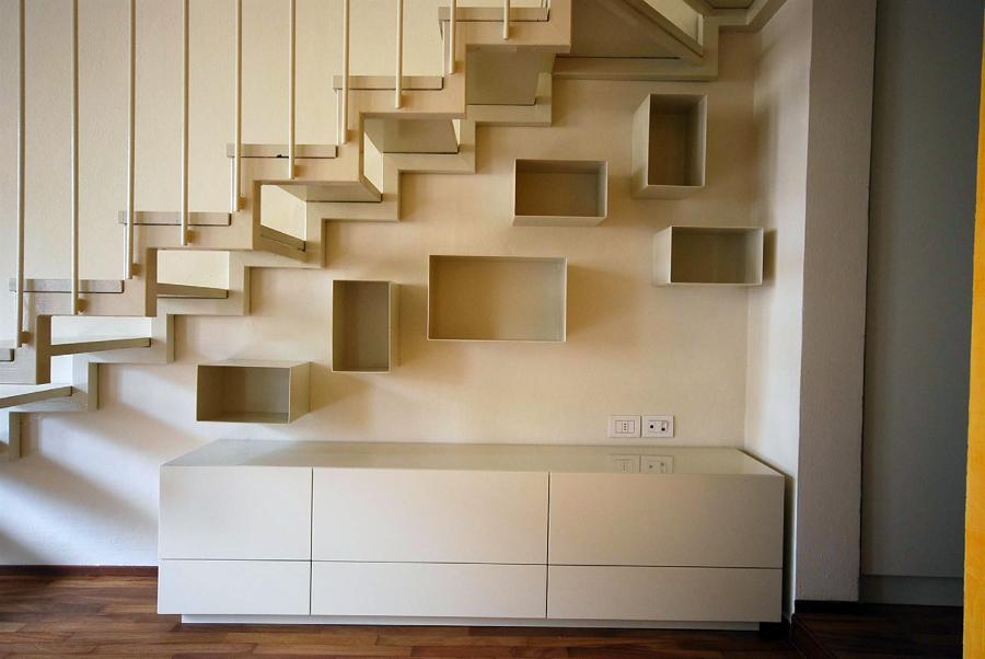 Esmpio di scala con mobili arredo