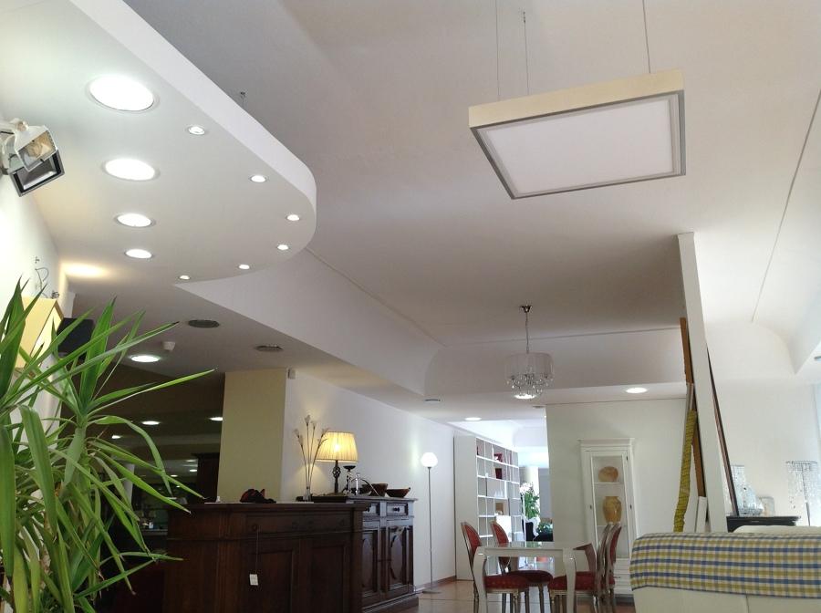 Foto esposizione illuminazione a led presso arredamenti for Esposizione mobili milano