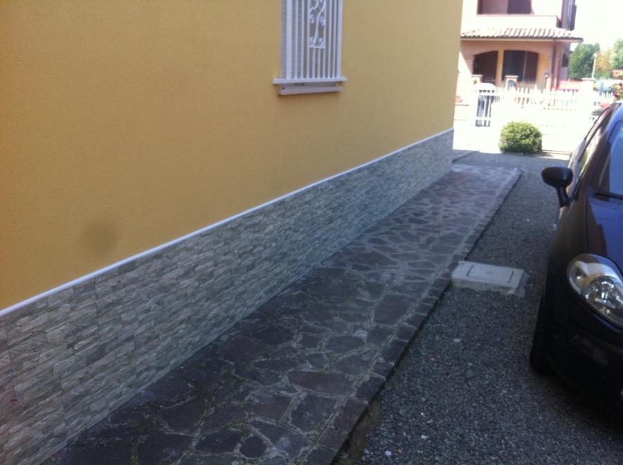 Foto esterno casa posa piastrelle di edilcasa 2 241060 - Piastrelle di cemento da esterno ...