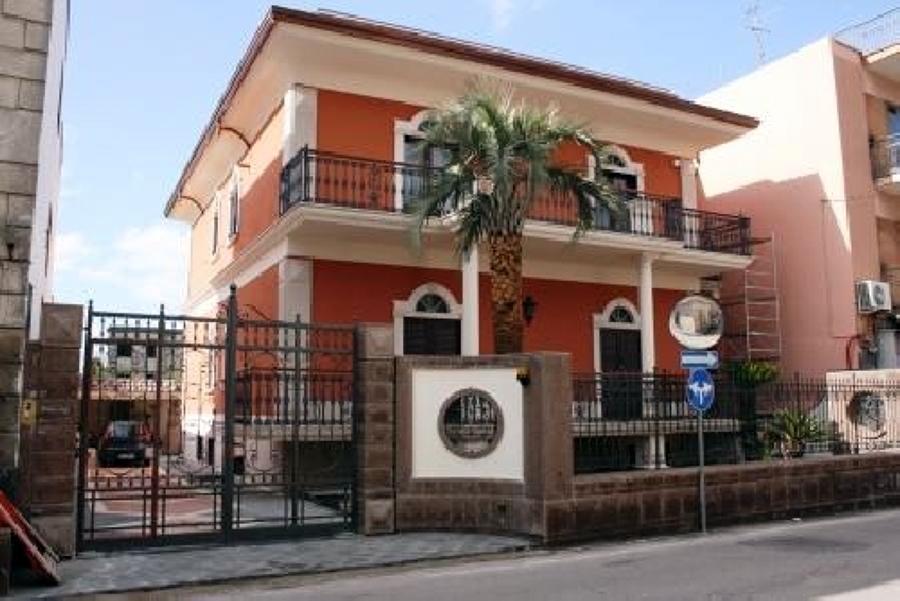 Foto facciata con ciclo ai silossani di edil finiture - Facciata casa colori ...