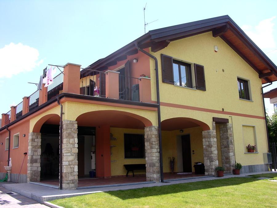 Foto facciata esterna di pitturart 95256 habitissimo - Colore esterno casa campagna ...