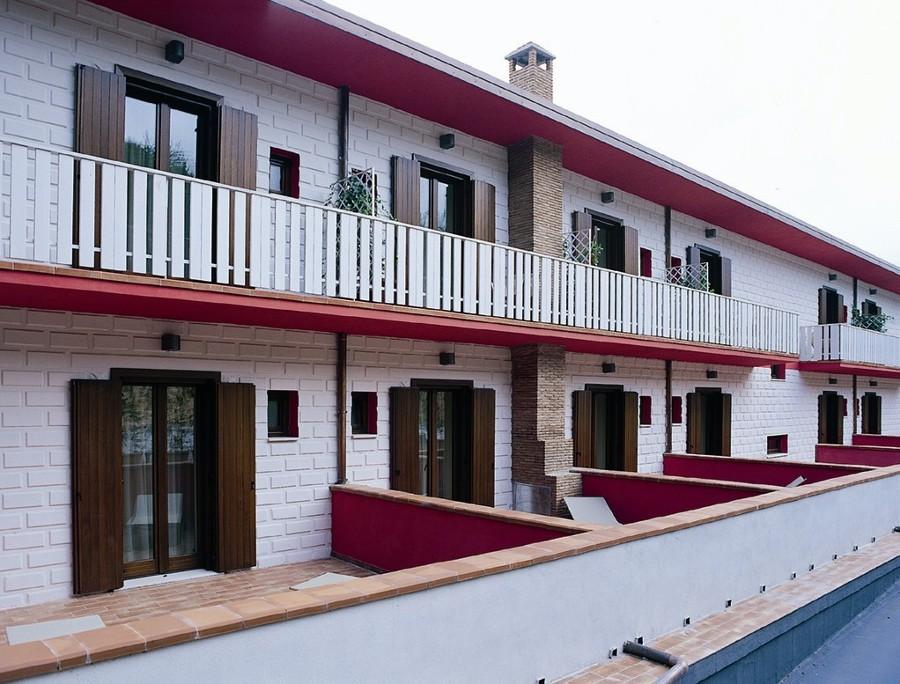 Foto facciata ville a schiera di nardone legno 88907 for Immagini villette a schiera