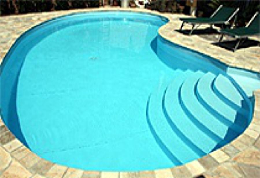 Foto fagiolo con scala interna stondata di punto piscina srl 157170 habitissimo - Piscina a fagiolo ...