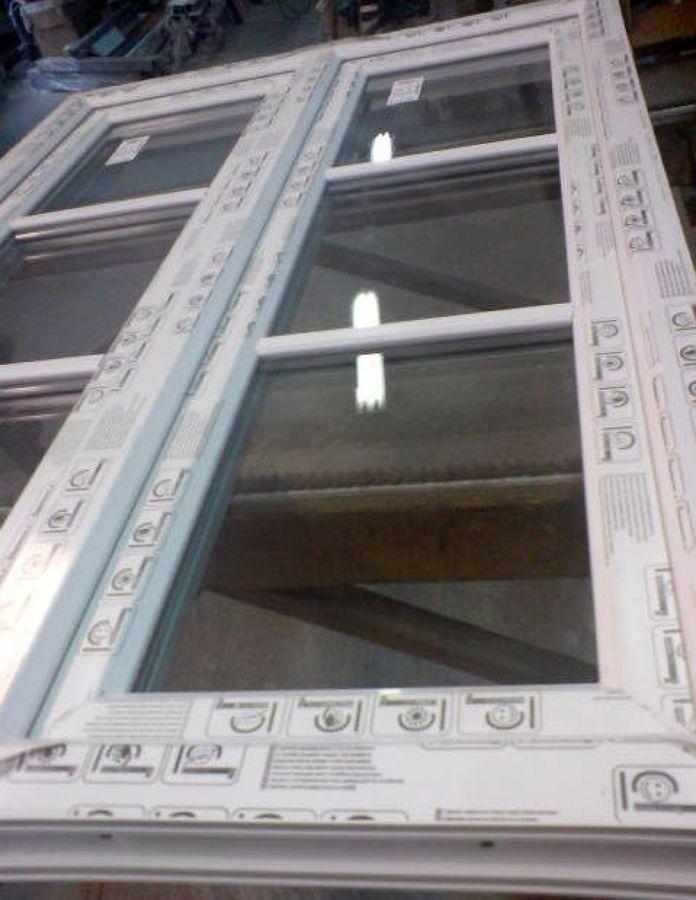 Foto finestra 2 ante pvc modalita 3 vetri inglesina for Finestra pvc 2 ante