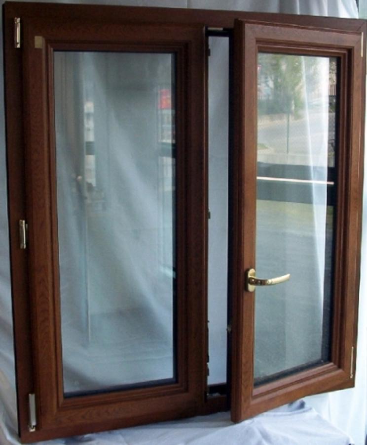 Foto finestra 2 ante pvc pellicolato golden oak di for Finestra pvc 2 ante