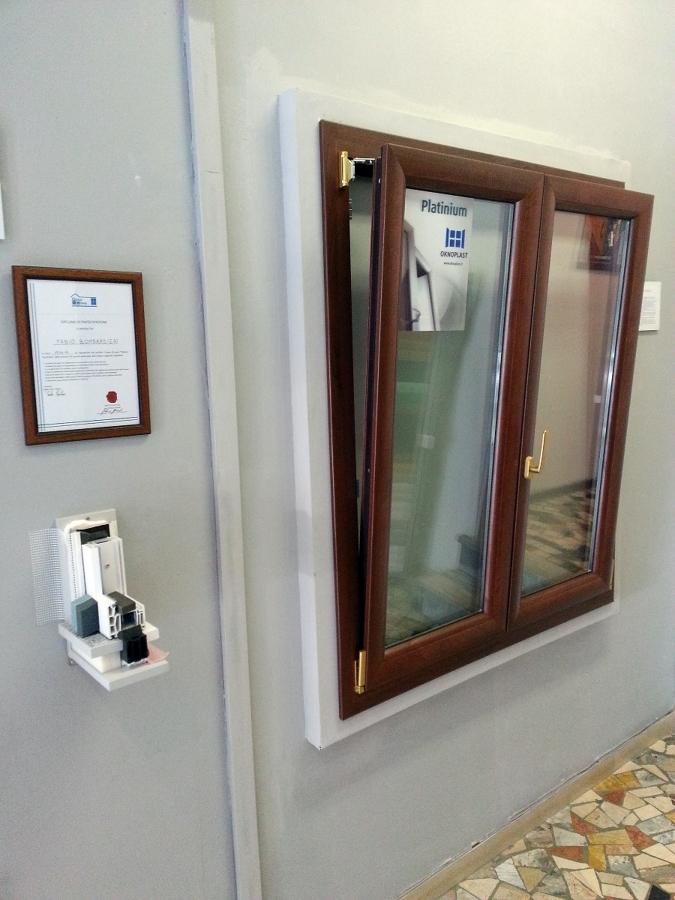 Foto finestra 2 ante ribaltabili di b f a serramenti for Finestra 2 ante