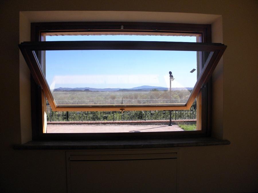Foto finestra a bilico orizzontale di marcucci bruno s r for Finestre orizzontali