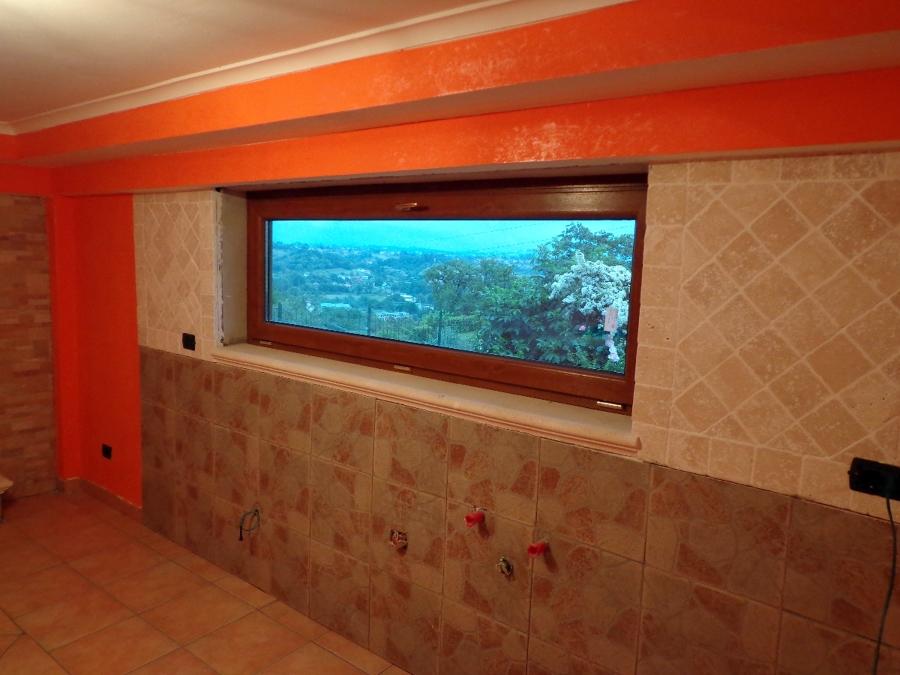 Foto finestra a vasistas di gli specialisti del serramento 110527 habitissimo - Finestra a vasistas ...