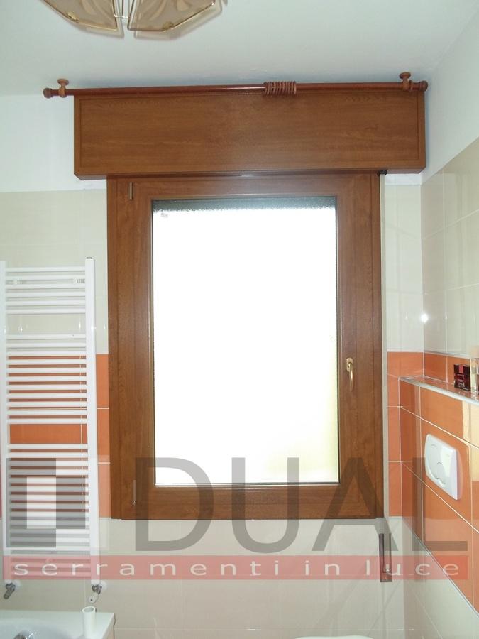 Foto finestra ad 39 un anta con cassonetto di dual - Tende per finestre con cassonetto ...