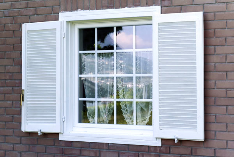 Foto finestra con persiana di effe erre di frigo - Finestre di legno prezzi ...