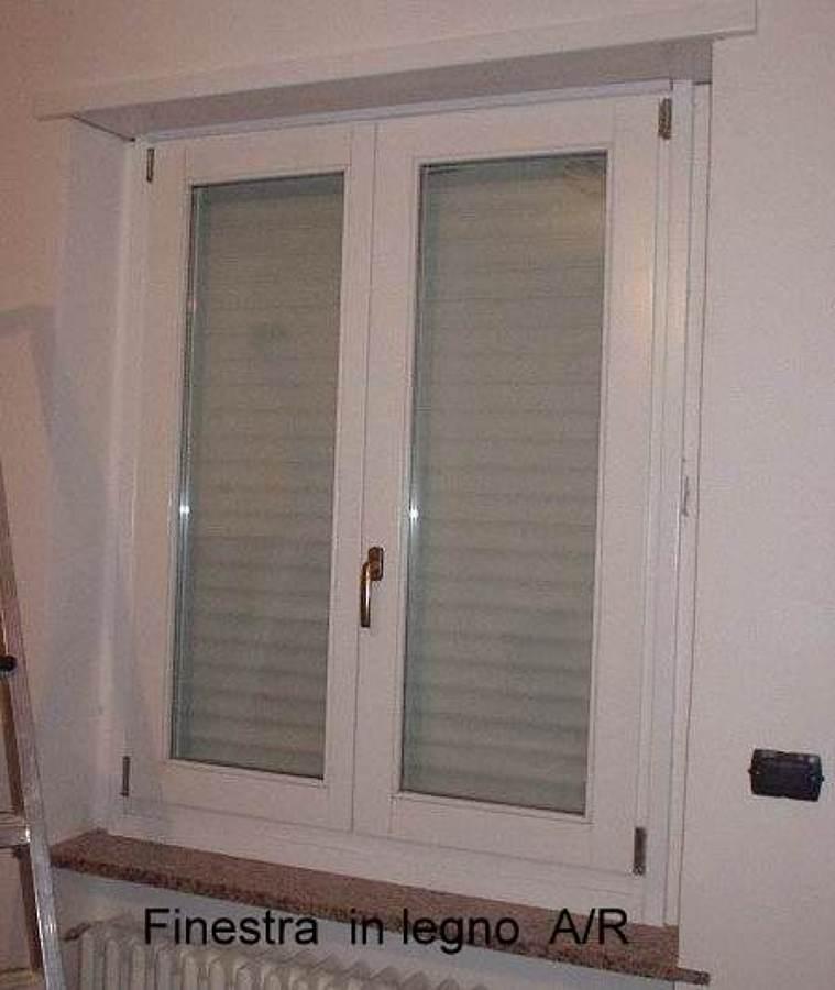 Foto finestra legno 2 ante di mga di tidona 202763 for Finestra 2 ante