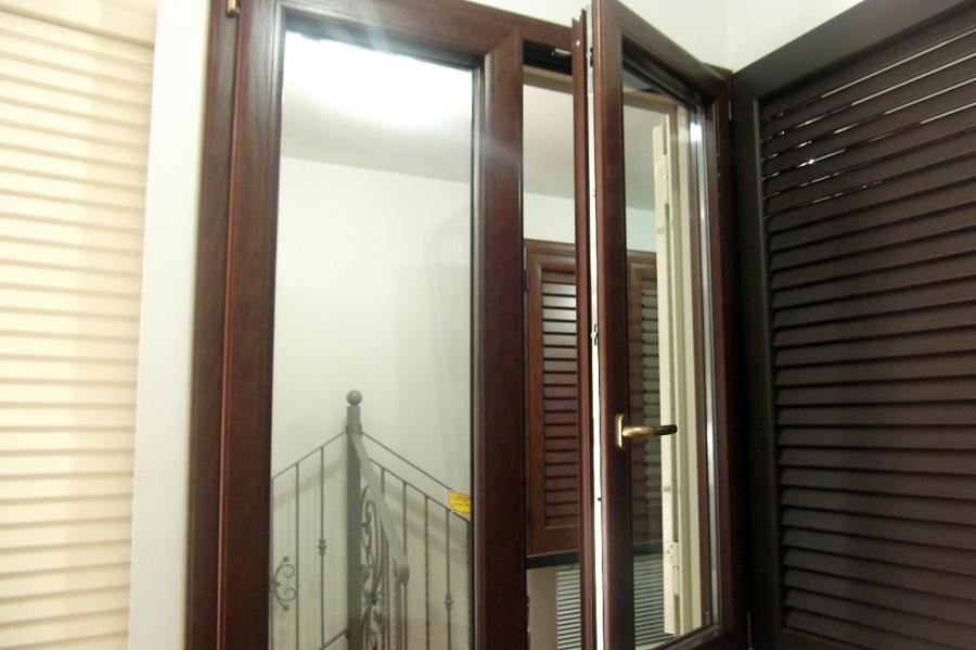 Foto finestra legno alluminio taglio termico di cooperativa sociale centro infissi mole 117903 - Condensa finestre alluminio ...