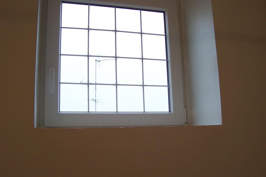 Foto finestra pvc con inglesina interno vetro di - La finestra biz opinioni ...