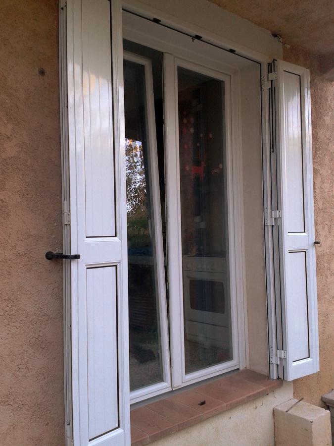 Foto finestra pvc e scuri in alluminio a libro di rb serramenti 98678 habitissimo - La finestra biz ...