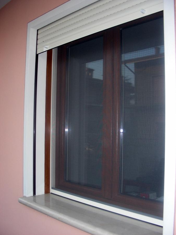 finestra pvc + zanzariera