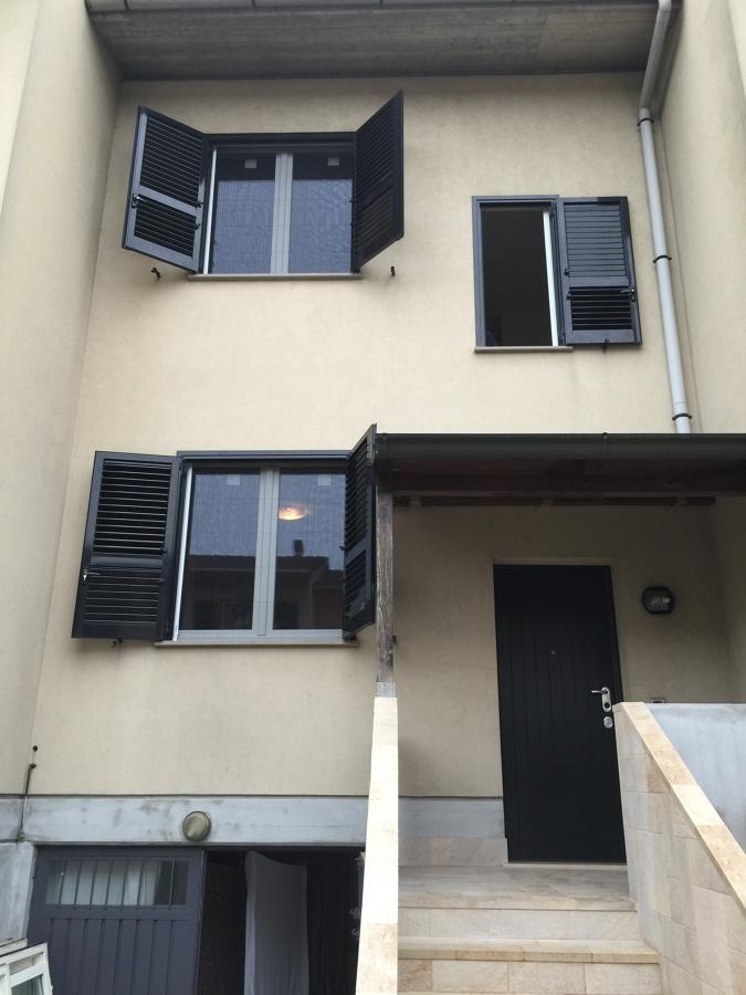 Foto finestre pvc e persiane e zanzariere di gasparetto f for Finestre e persiane