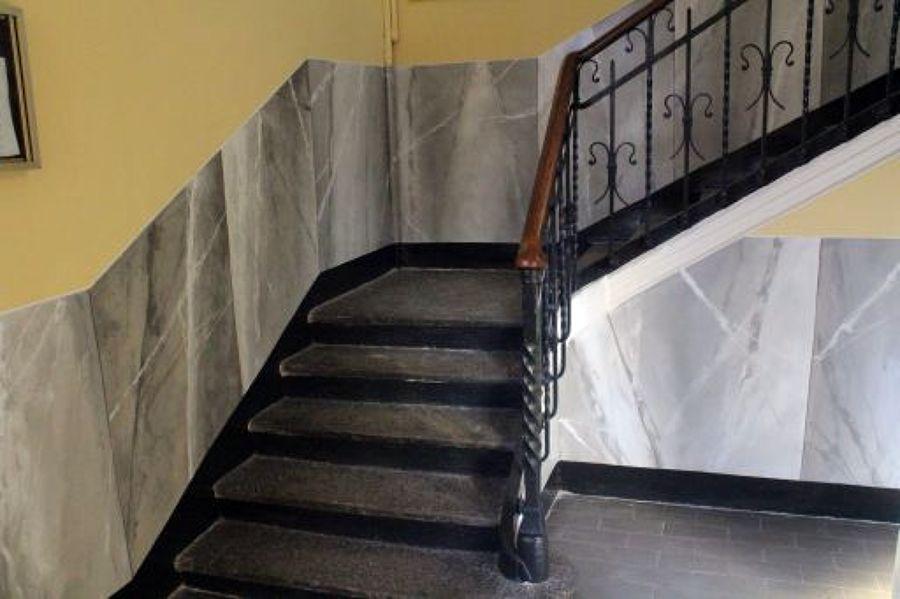 Finto marmo scala condominiale