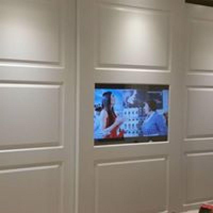 armadio con televisore