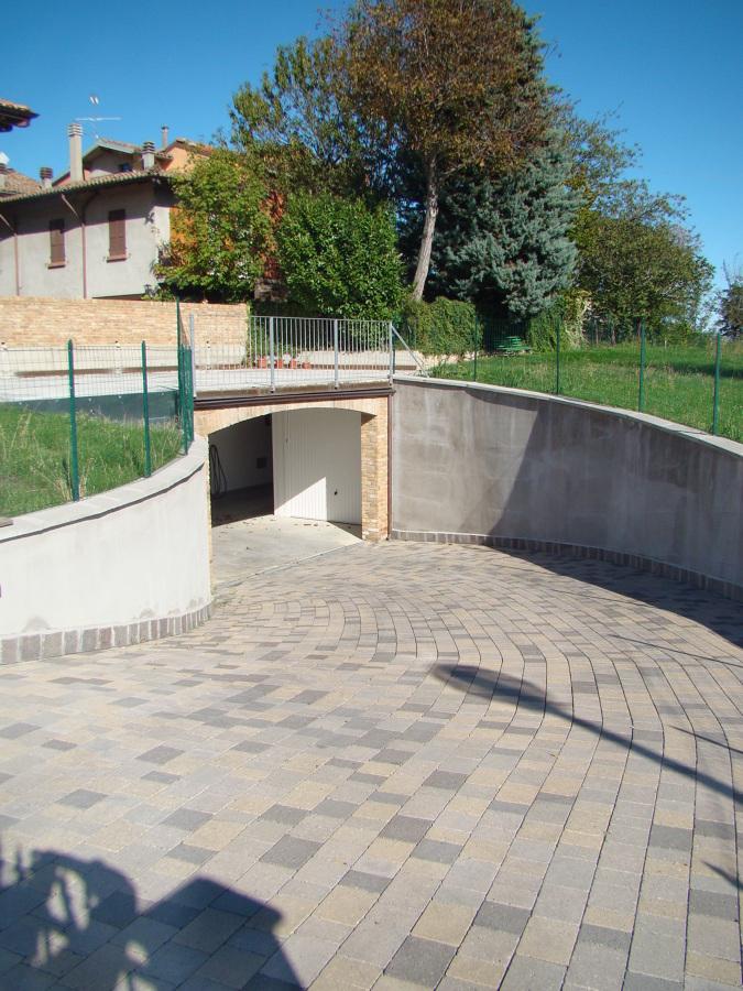 Foto garage interrato sotto al giardino di impresa edile moglia samuele 237452 habitissimo - Garage interrato ...