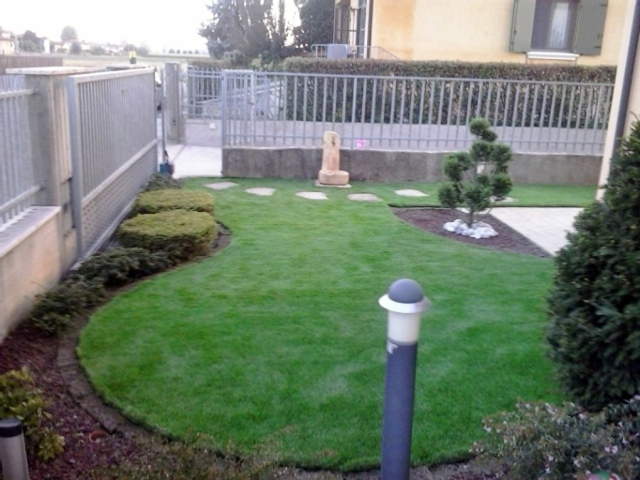 Foto giardino ad aiuola di decorex disegno e giardinaggio - Idee per aiuole giardino ...
