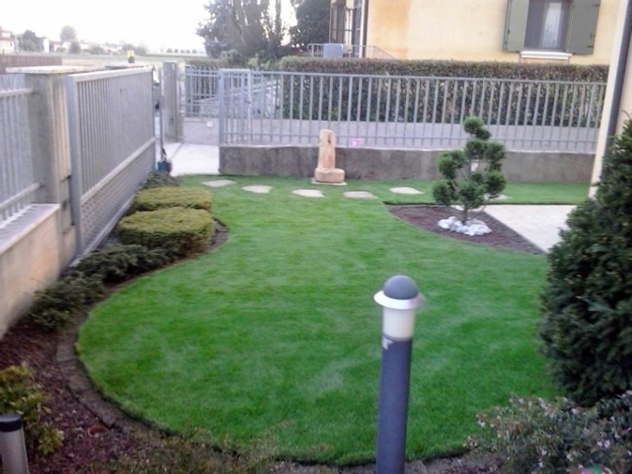 Foto giardino ad aiuola de decorex disegno e giardinaggio - Idee per aiuole giardino ...