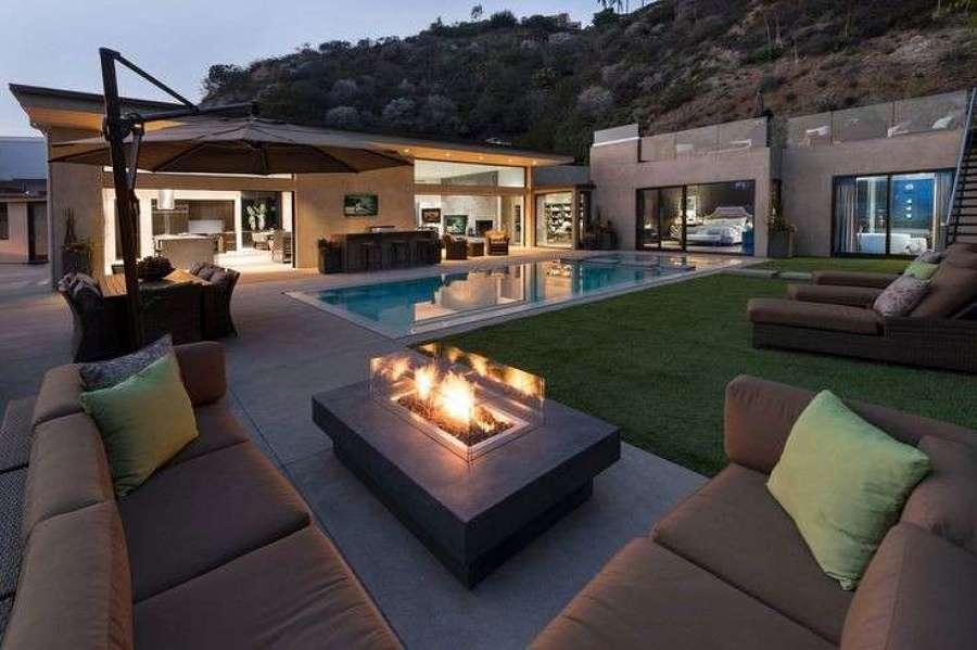 Living attorno alla piscina