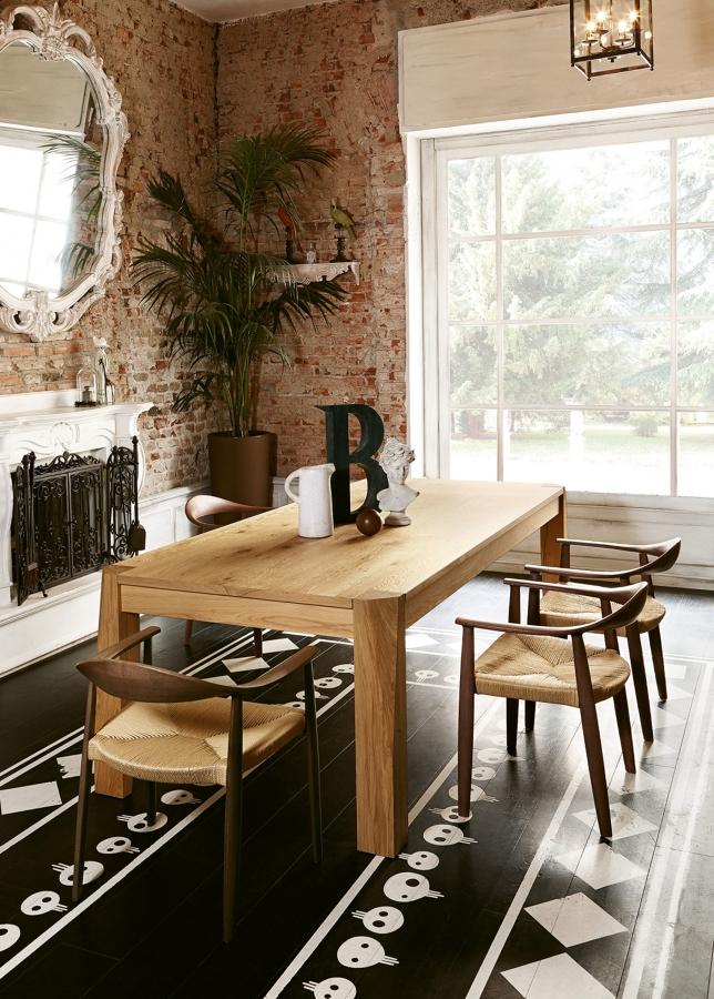 Foto tavolo e sedie di piano di posa di martinelli for Cargo milano arredamento