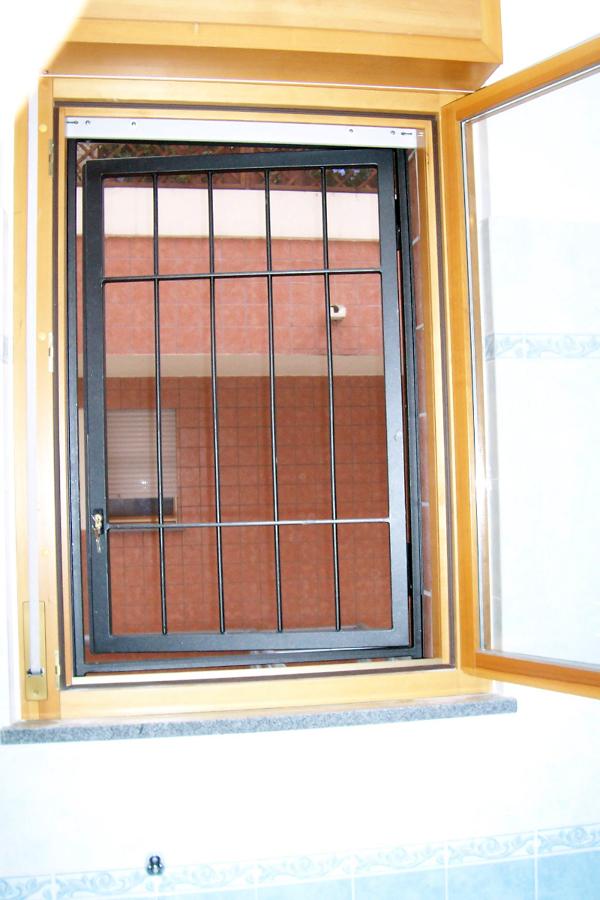 Foto griglia di sicurezza su misura per finestra di srl 98781 habitissimo - La finestra biz srl ...