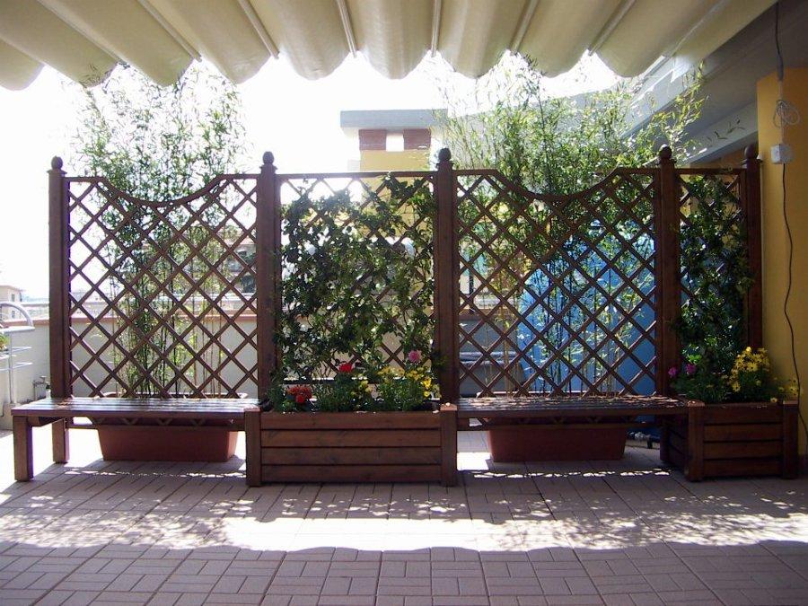 Foto grigliati con panchine e fioriere di 3emme 103167 for Grigliati con fioriera