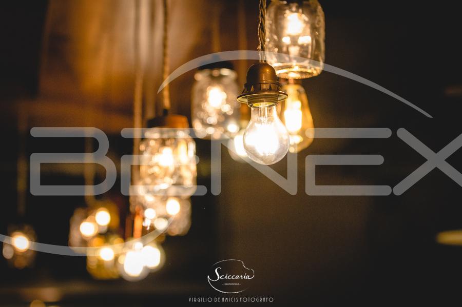 Foto illuminazione vintage presso locale di be next