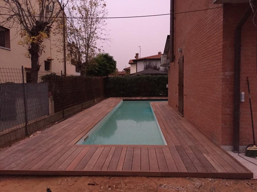 Foto pavimentazione piscina