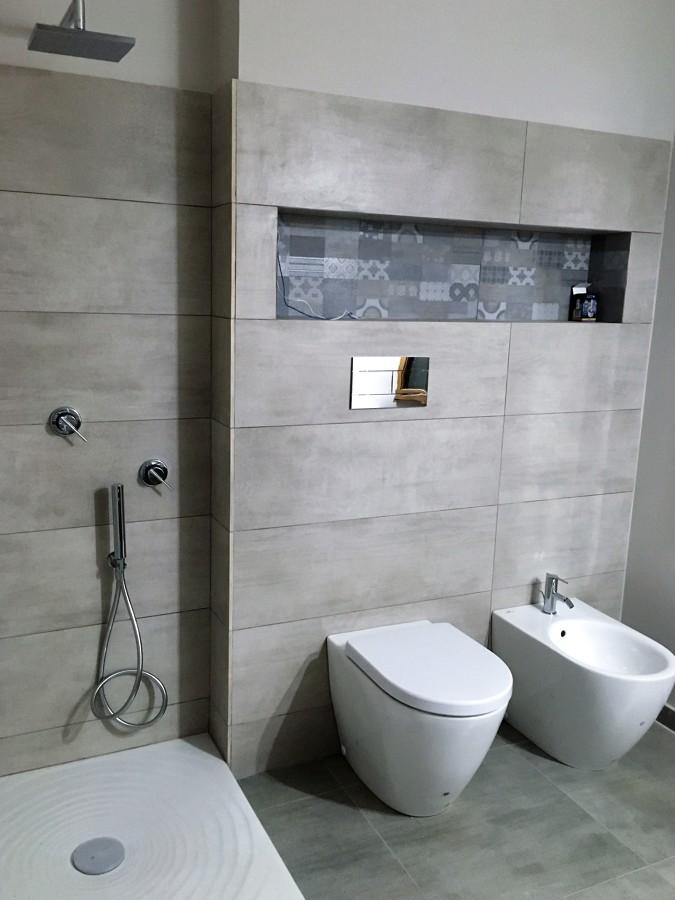 Foto realizzazione di bagno con nicchia di b s c s r l - Nicchie in bagno ...