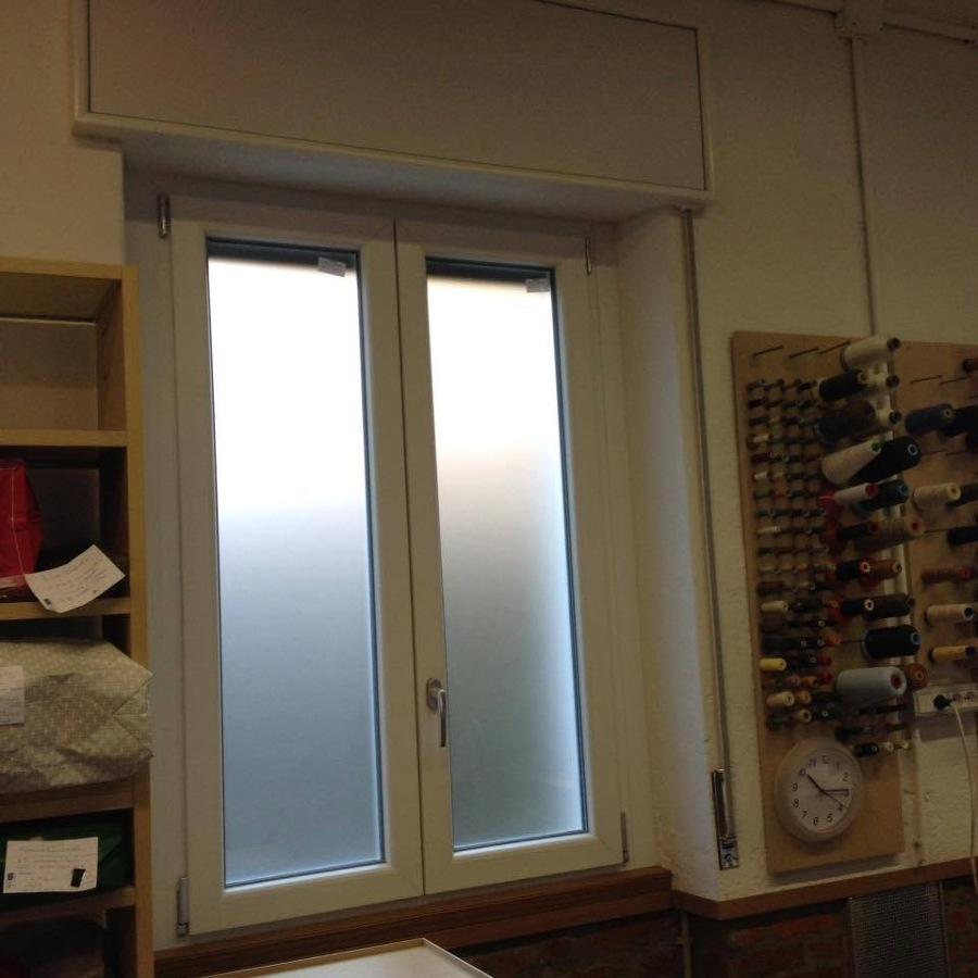 Foto finestra 2 ante vetro opaco di brianza serramenti for Finestra 2 ante