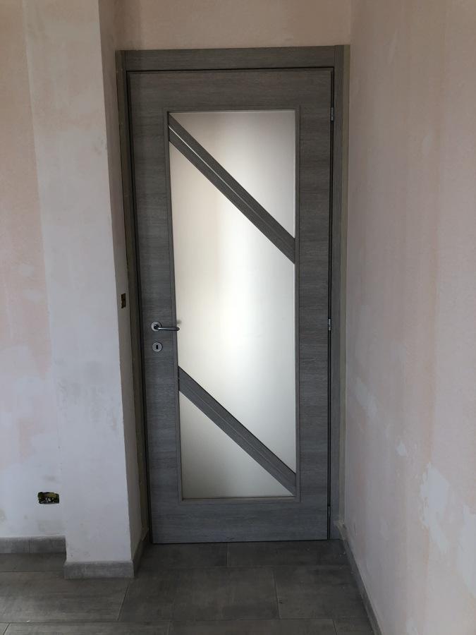 Porta interna con vetrata