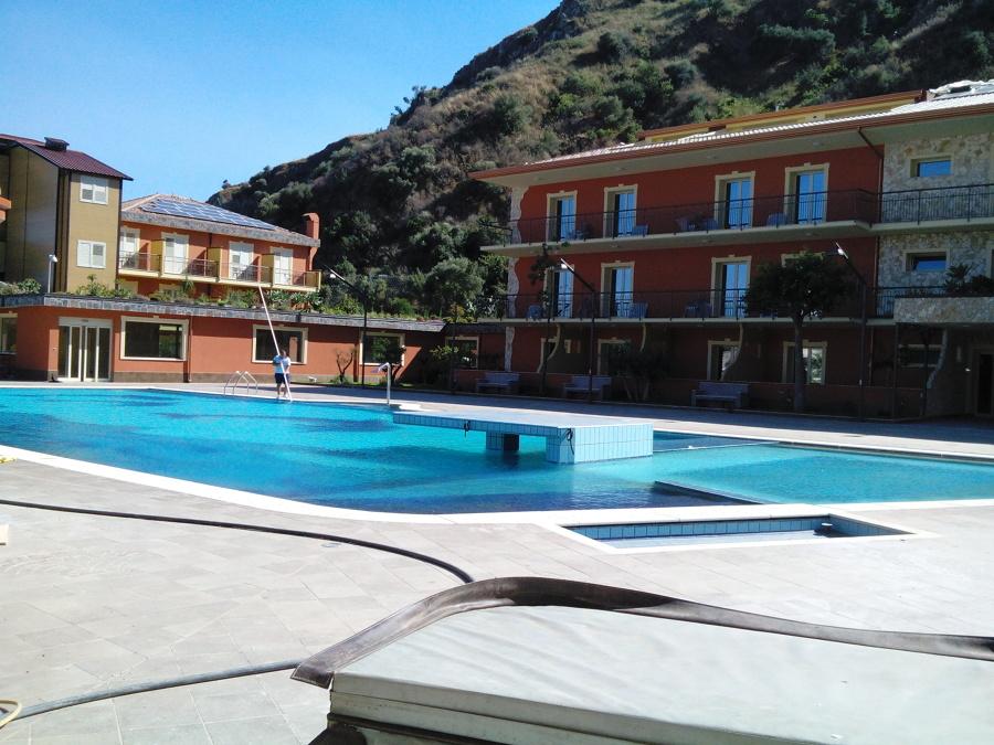 foto costruzione piscina hotel diamond naxos giardini