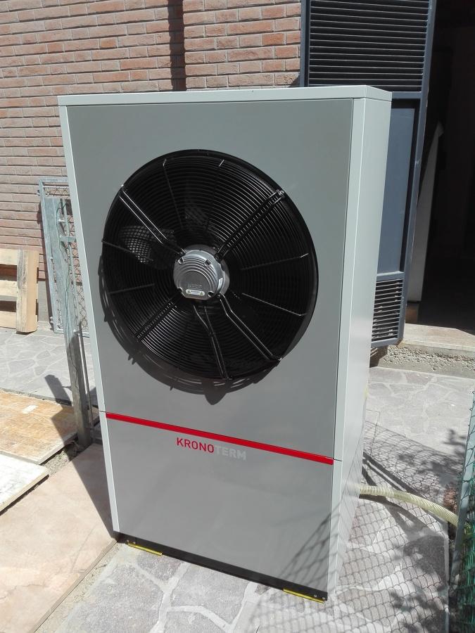 Foto pompa di calore aria acqua kronoterm di green for Costo pompa di calore aria acqua
