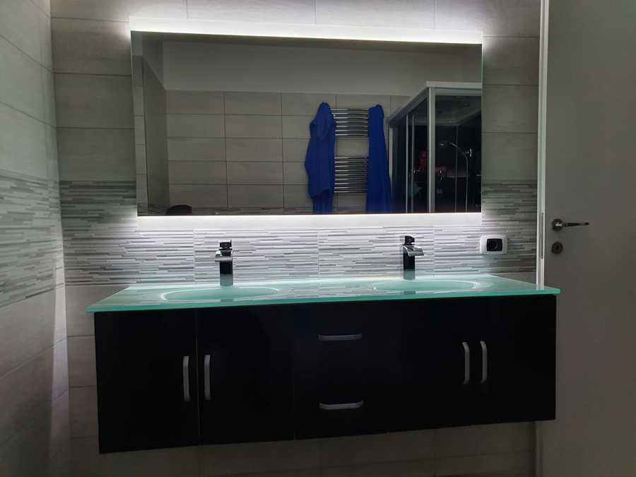 Montaggio specchio bagno
