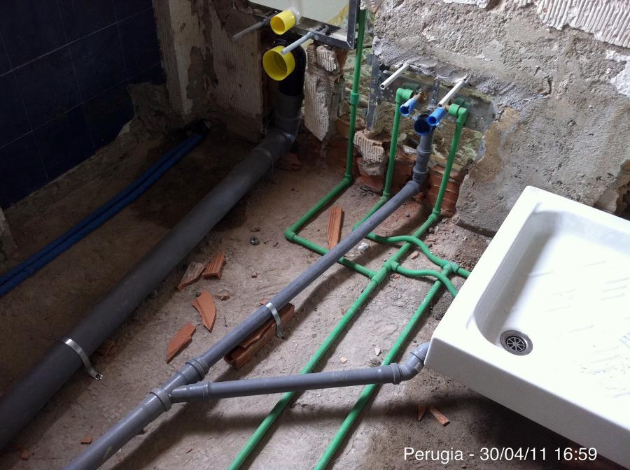 Foto impianto bagno di idrosistema 42130 habitissimo - Impianto di scarico bagno ...