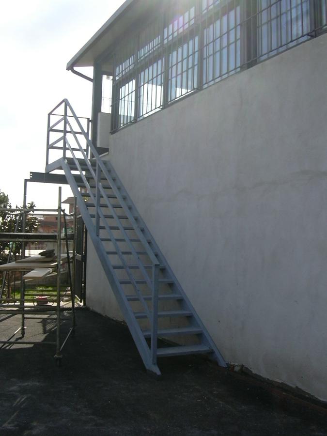 Foto scala esterna in ferro di mdm roma 342368 habitissimo - Scala esterna in ferro ...