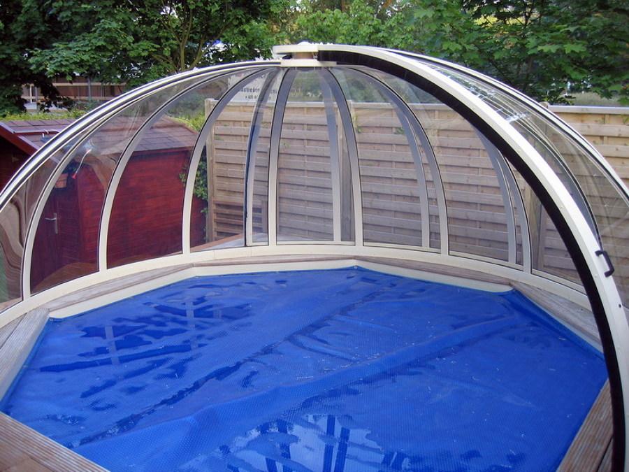 Foto le coperture per piscine di design elegante for Immagini piscine design