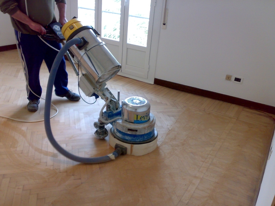 Foto levigatura parquet di rovere di work service 46860 for Levigatura parquet