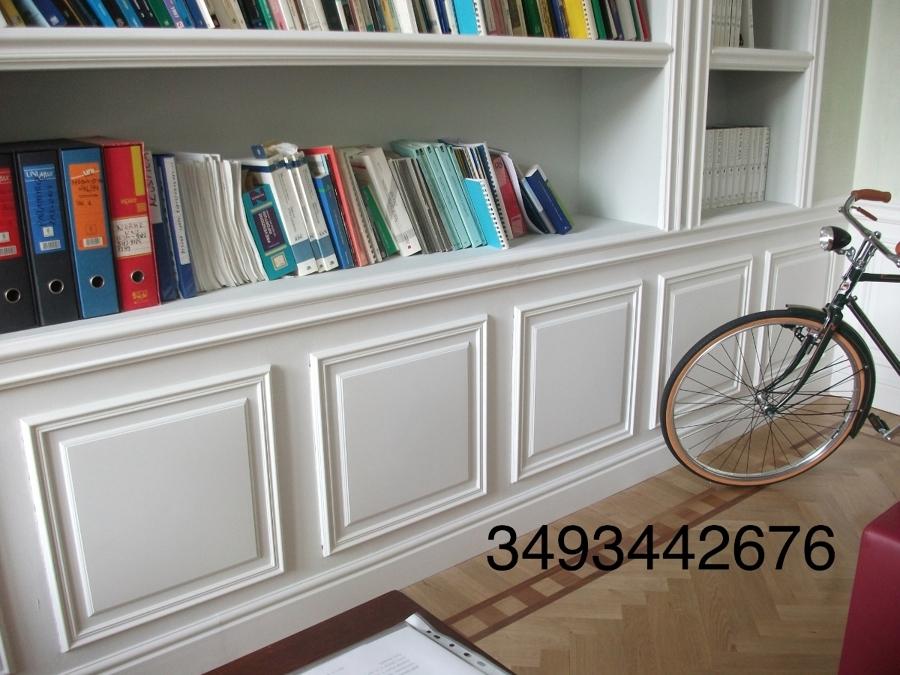Foto libreria in cartongesso con boiserie in gesso di for Salotto cartongesso
