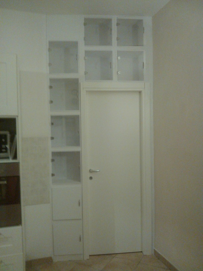 Foto libreria in cartongesso con porta di acquastop 242578 habitissimo - Parete in cartongesso con porta ...