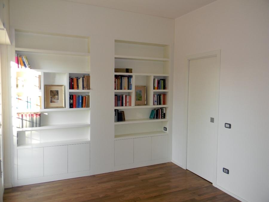 Foto: Libreria Laccata con Porta Scorrevole di Legnomat Srl #108502 - Habitis...