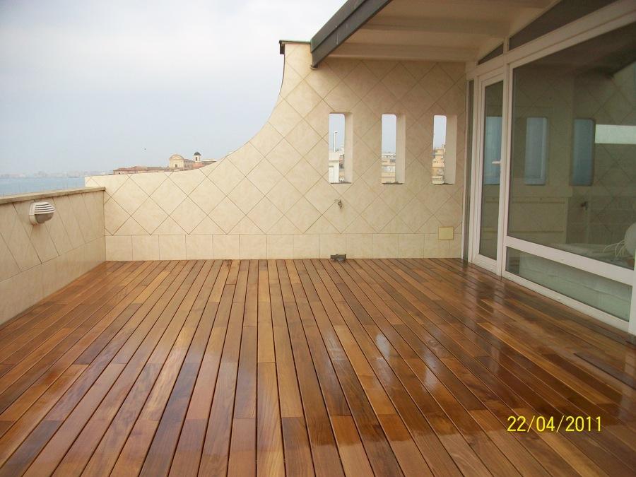 Listoni legno esterno latest listoni finto legno per for Listone sottotetto