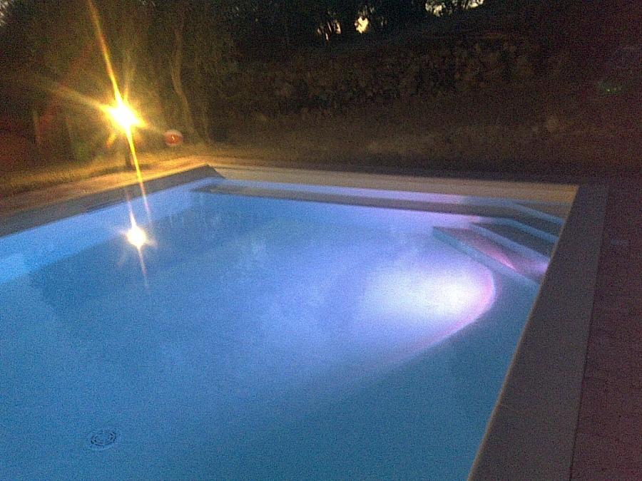 Foto luci led piscina rettangolare de ecopiscine italia - Luci per piscina ...