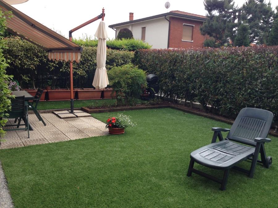 Foto realizzazione giardino residenziale con prato - Foto case con giardino ...