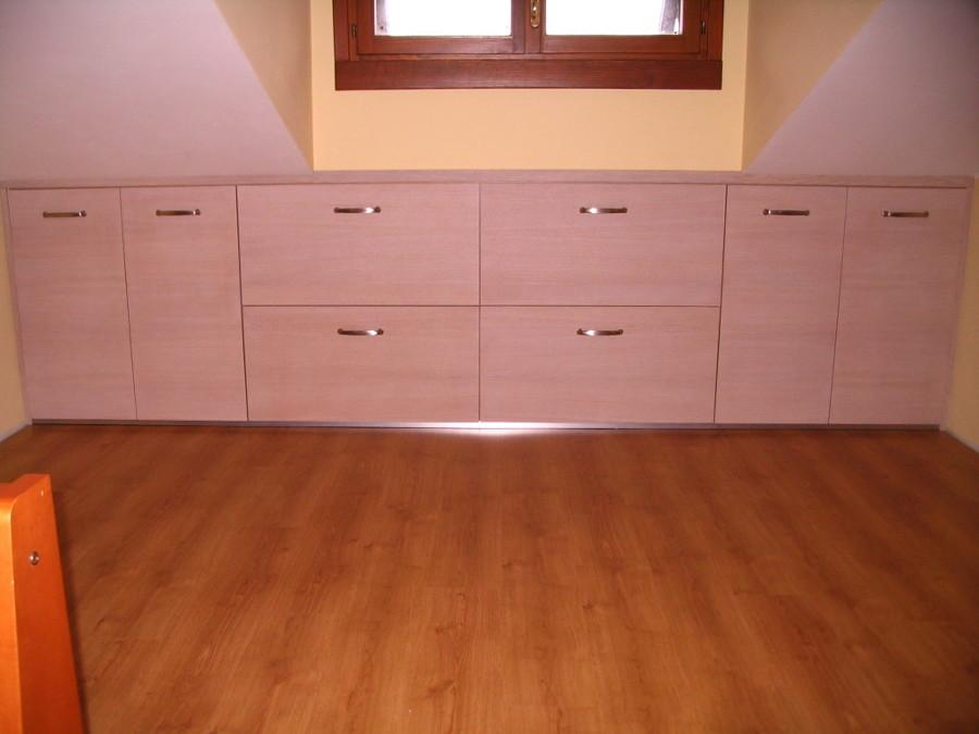 foto costruzione mobili mansarda di falegname pronto