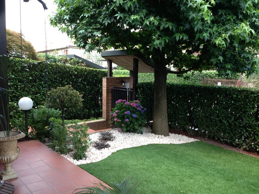 Foto: Realizzazione Giardino Residenziale con Prato Sintetico di ...