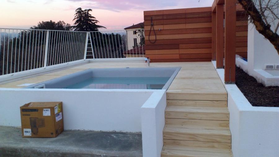 mini piscina  idromassaggio.